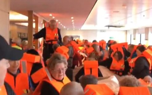 דרמה בלב ים: 1,300 אנשים מחולצים מספינת הפאר שנתקעה בסערה לחופי נורבגיה