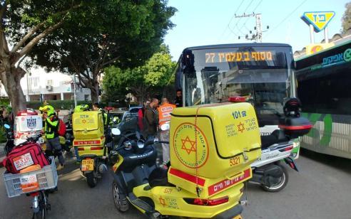 אישה בת 70 נפגעה מאוטובוס בנתניה – מצבה קשה