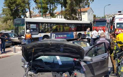 פצועה בינוני וארבעה קל בתאונה ברמת גן