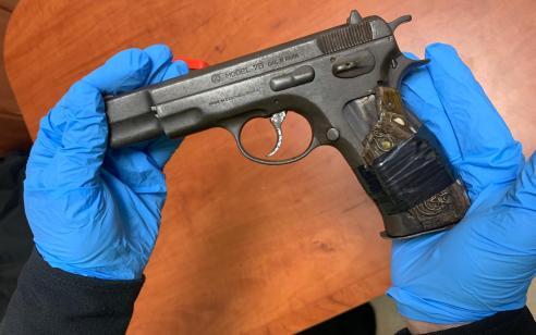 נעצרו שני אחים ברכב עם אקדח ואלה תוך נהיגה במהירות מופרזת ובגילופין