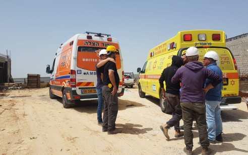 פועל בן 25 נפל מפיגום באתר בניה ונפצע בינוני