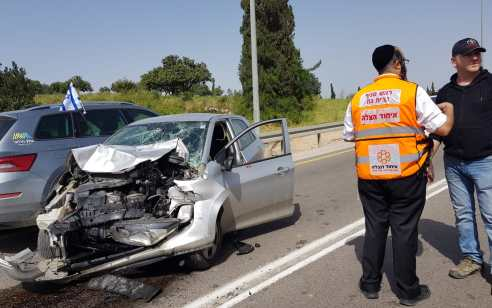 פצוע בינוני בתאונה עם מעורבות שלושה כלי רכב בסמוך ליער המלכים