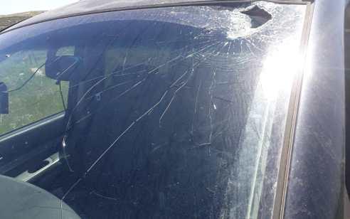 מחבלים השליכו פטיש מתוך בית ספר ערבי סמוך למעלה עמוס – בנס פצוע קל