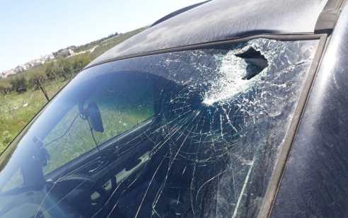 נזק לרכב בפיגוע אבנים בין תפוח לכפר מרדה