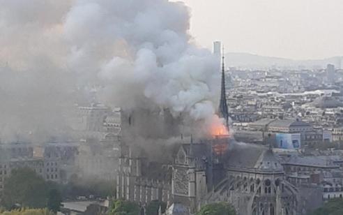 שריפה בקתדרלת נוטרה – דאם המפורסמת בפריז, אין נפגעים ישראלים