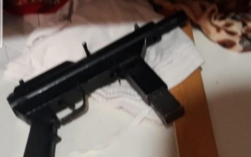 תושב כפר יאסיף נעצר כשברשותו 2 אקדחים וחומר נפץ – תושב ג'אסר א זרקא חשוד באחזקה ושימוש בנשק לא חוקי