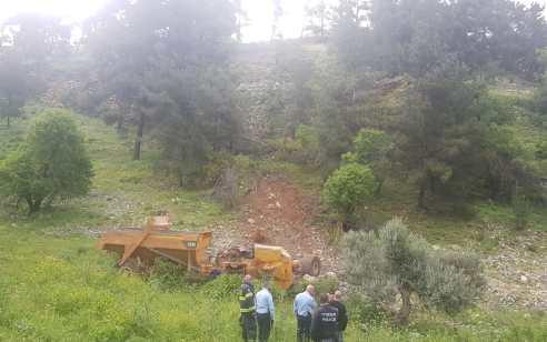 נהג משאית נהרג בהתהפכות לוואדי סמוך לאצטדיון בצפת