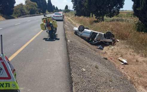 אם ובתה נפצעו קשה בהתהפכות רכבם בכביש 352