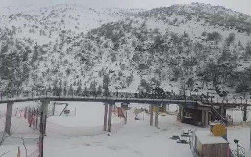 אתר החרמון נפתח למבקרים: 25 ס״מ של שלג נערמו הלילה