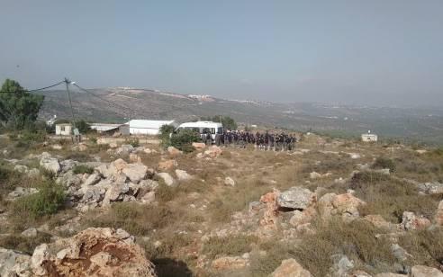 """מאות שוטרים ואנשי מנהל אזרחי הגיעו לגבעת תפוח מערב והחלו לבצע הרס בתים – יוסי דגן: """"אני קורא לשרי הממשלה לעצור את ההרס"""""""