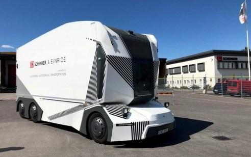 שבדיה: משאיות ראשונות ללא נהג החלו לבצע משלוחים ללקוחות