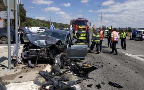 פצועים בינוני וקל עד בינוני בתאונה בסמוך לצומת תִּמְרַת