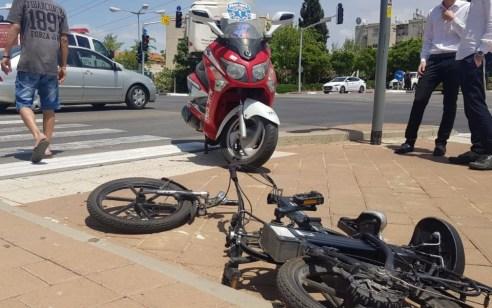 רוכב אופניים חשמליים נפגע מרכב בראשון לציון – מצבו בינוני
