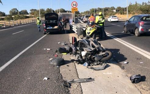 פצוע קשה בתאונה בין רכב לאופנוע בכביש 5