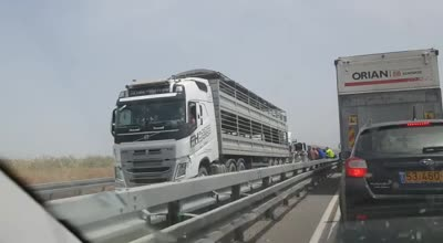 12 פצועים בתאונה בין 2 משאיות לטרנזיט בכביש 71 סמוך לתל יוסף (תיעוד)