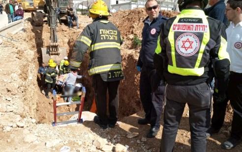 פועל בן 28 נפגע מפלטת ברזל באתר הרכבת הקלה בבני ברק – מצבו בינוני