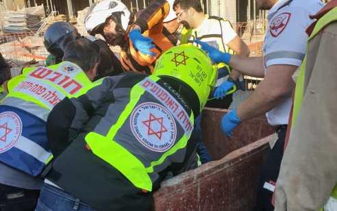 פועל בן 30 נפל לבור באור יהודה – מצבו בינוני