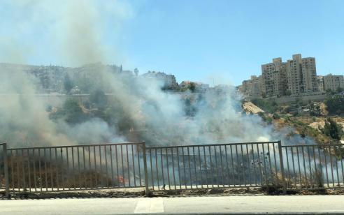 נער בן 15 נעצר בחשד שגרם לשריפה אתמול באזור ליפתא בירושלים