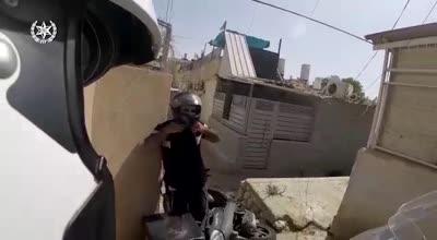 צפו בתיעוד ממצלמת הקסדה: מרדף אחרי רוכב קטנוע שהשתולל ברחובות באר שבע ונתפס אחרי שאיבד שליטה