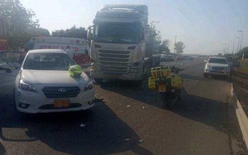 פצועים קשה ובינוני בתאונת דרכים בין משאית לרכב פרטי בכביש 3 בכניסה למושב אורות
