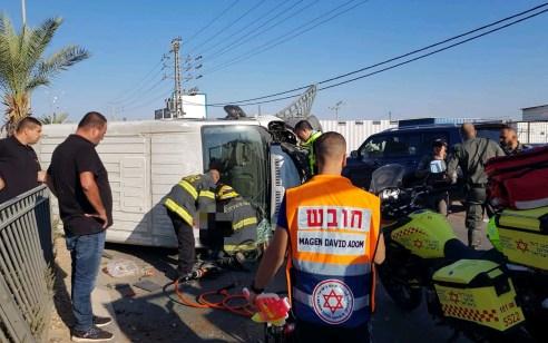 גבר בן 23 נפצע בינוני בהתהפכות משאית בכביש 554 סמוך לטירה