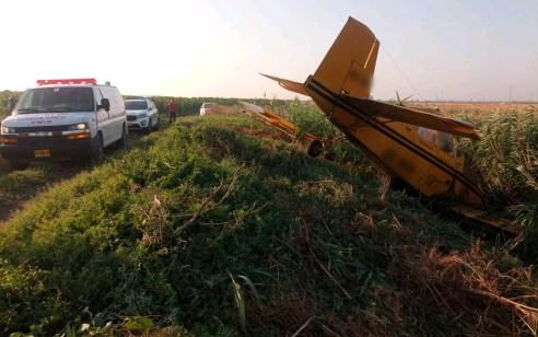 מטוס ריסוס התרסק סמוך לבית השיטה – הטייס פונה במצב קל
