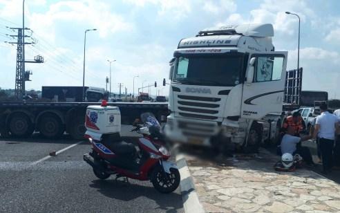 פצוע בינוני ופצוע קל בתאונה בין 2 משאיות בסמוך לצומת אפק