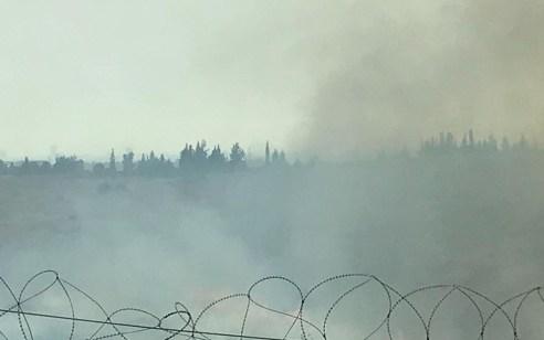 עשרות צוותי כיבוי ומטוסים פועלים לכיבוי שריפה גדולה בסמוך לאלעד – תיעוד