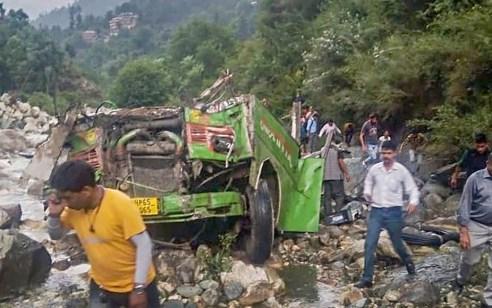 הודו: אוטובוס התדרדר לנקיק עמוק – לפחות 44 בני אדם נהרגו ו30 נפצעו