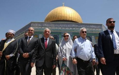 בכירים פלסטינים התלוו לנשיא צ'ילה בביקורו בהר הבית – ישראל נזפה בשגריר