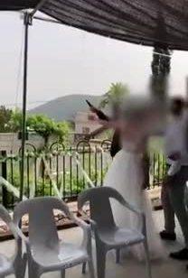תיעוד: נעצרו חתן וכלה שבמהלך החגיגות ביום חתונתם ירו באמצעות אקדח באויר