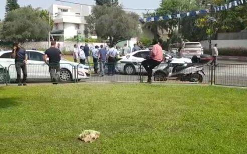 """רמת השרון: גבר בן 46 נדקר ע""""י פועל בנין ערבי ונמלט – המשטרה פתחה בסריקות"""