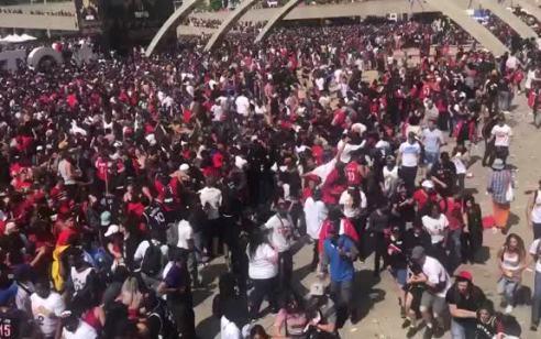 טורנטו: שני פצועים באירוע ירי בתהלוכת הניצחון של הראפטורג עם  כ2 מיליון אוהדים – שני חשודים נעצרו