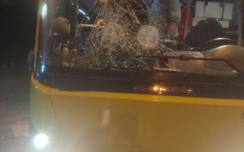 הטרור נמשך: מחבלים השליכו אבנים ובקבוקי תבערה לעבר אוטובוסים ורכבים –  נגרמו נזקים, בנס אין נפגעים