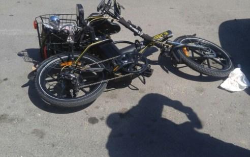 רוכב אופניים חשמליים כבן 40 נפגע מרכב בתל אביב – מצבו בינוני