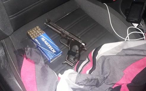 """תושב עראבה בן 47 נעצר לאחר שהחזיק והוביל ברכבו אקדח 9 מ""""מ ותחמושת"""