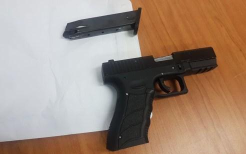 כתב אישום יוגש היום נגד שלושה חשודים בהחזקה וסחר בנשק