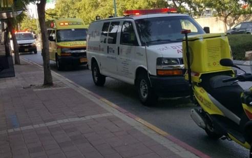הולכת רגל כבת 35 נפגע בתאונה בפתח תקווה – מצבה בינוני