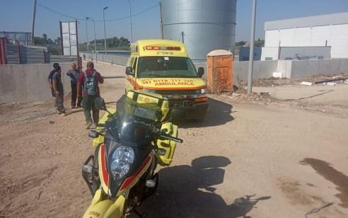 פועל נפצע בינוני באתר בניה בנחל שורק