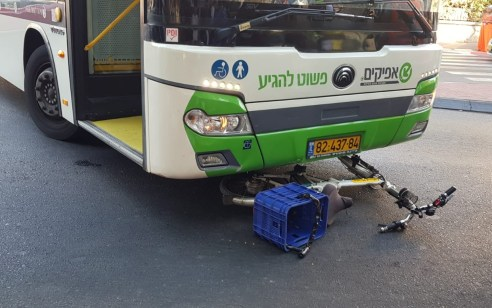 רוכב אופניים חשמליים כבן 50 נפגע מאוטובוס באשדוד – מצבו בינוני