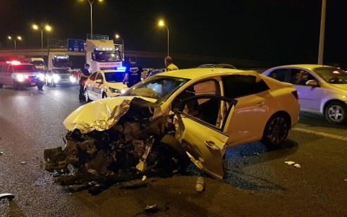 פצוע בינוני ו-5 קל בתאונה עם מעורבות שלושה רכבים בכביש 22 סמוך לקרית אתא