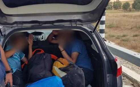 """תושב חורה נעצר בחשד שהבריח 6 שוהים בלתי חוקיים כשבתא המטען היו דחוסים 2 מהשב""""חים"""