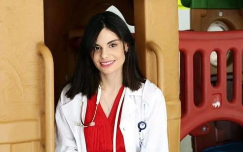 ״החלום שלי לעזור לילדים אחרים כמוני״ – סבלה מחרם ובריוניות כילדה והיום היא רופאה באיכילוב