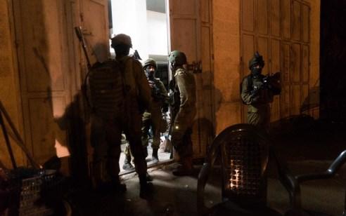 הלילה נעצרו 16 מבוקשים, הוחרמו שתי מחרטות ונתפסו נשקים ומטענים