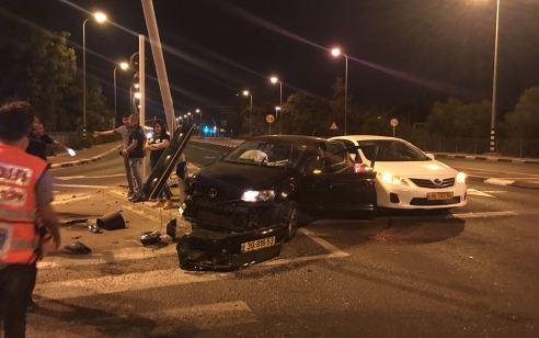 פצועה בינוני ו-2 קל בתאונה בסמוך למחלף עירון
