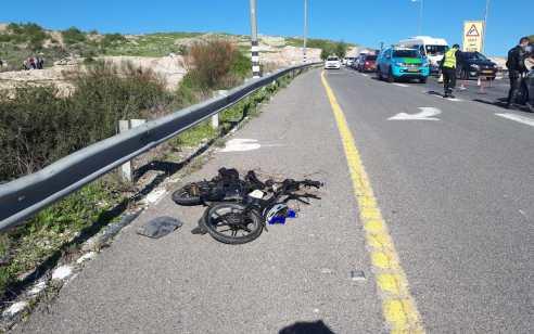 רוכב אופניים חשמליים נפצע בינוני ונהגת רכב קל בתאונה עם מעורבות 2 רכבים סמוך לבאר יעקב