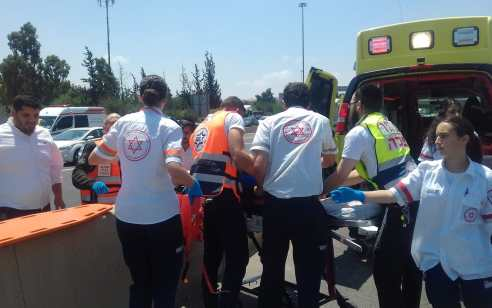 פצוע בינוני ו-4 קל בתאונה בכביש 77 סמוך לגבעת אבני