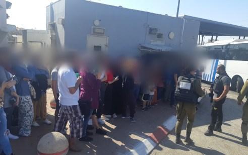 סוכל הסתננותם של 56 שוהים בלתי חוקיים שעשו דרכם באוטובוס לחוף ים בישראל – תיעוד