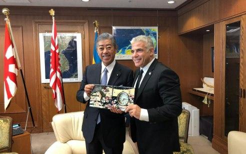 """לפיד בטוקיו לשר החוץ ושר ההגנה של יפן: """"הסכם הגרעין עם איראן מסכן את שלום המזרח התיכון"""""""