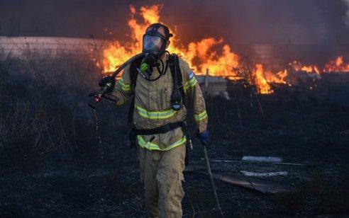 צוותי כיבוי פעלו בשריפה גדולה של פסולת במושב שדה דוד – אין נפגעים